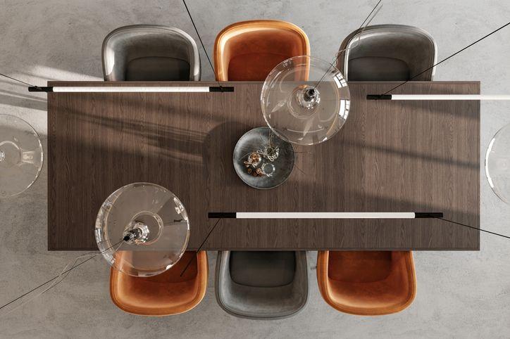 Drewniane czy tapicerowane — jakie krzesła będą idealne do jadalni?